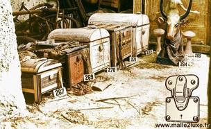 old trunk vintage trunk