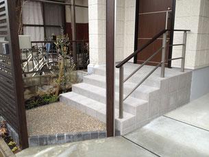階段につける手すりはプラスGと同じ色を合わせて統一感を出す