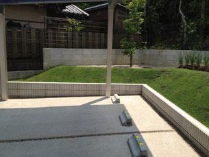 土留化粧CBは太陽セメント ネオライン 法面の芝生は《TM9》で緑化