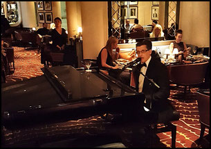 """""""American Bar"""" at London Savoy"""