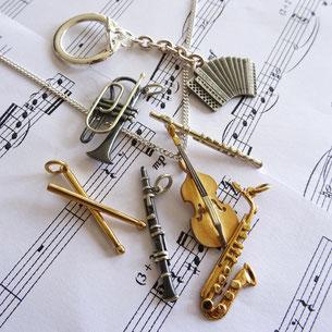 Musik-Anhänger & Pins