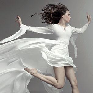 Sinnlichkeit ist die bewusste Hingabe an etwas angnehmes. In unserer Gesellschaft spielt die Sinnlichkeit in Verbindung mit der Erotik eine bedeutende Rolle. Zusammen mit den Aspekten der Schönheit und Ästhetik bildet sie ein begehrenswertes Optimum.