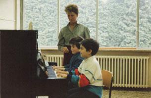 Direttrice Isabella Pellegrini durante una lezione [1987]