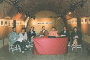 Nell'ordine: Dott. Tiziano Pedroni, prof. Alberta Cavalleri, prof. Chiara Nicora, prof. Marco Aceti, prof. Isabella Pellegrini, prof. Fabio Sartorelli, Assessore alla Cultura Angela Fiegna [1995]