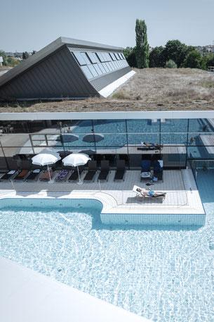 Der rund 4000m² große Saunagarten des Fildorado Filderstadt lädt zum Relaxen ein.