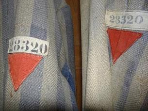 ナチスが政治犯に着せた囚人服のマーク