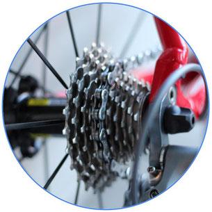 dérailleur de vélo rouge