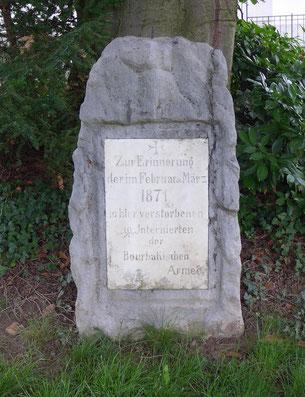 der Gedenkstein bei der katholischen Kirche