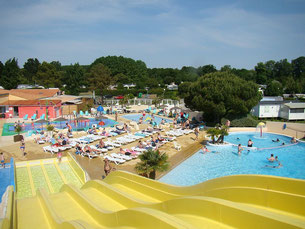 piscine et toboggan aquatique camping les charmettes