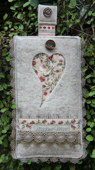 Madame Marie, Aus meinem Atelier, Materialpackung,  Handytäschli aus Wollfilz