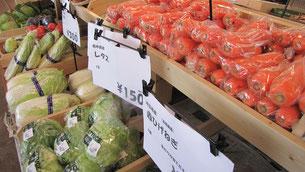 いろいろな野菜を売っています