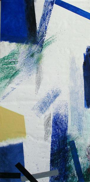 Bannière créée pour accrochage en plein air: fond clair, formes en bleu, gris, vert, jaune, noir