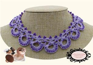une jolie idée de cadeau féminin, élégant: le tour de cou Maya violet un bijou au crochet avec perle, pare de beauté toutes vos tenues
