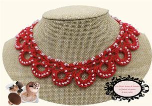 tour de cou Maya rouge, un bijou au crochet avec perle, une jolie idée de cadeau tout en féminité et élégance