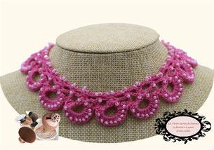une jolie idée de cadeau de Noël féminine, élégante: le tour de cou Maya rose moyen crocheté à la main pare de beauté toutes vos tenues
