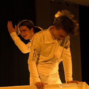 """DADO VI - Zwei-Ecken-Theater """"alles beginnt chaotisch oder wenn wir worte wären"""" - eine Textallation"""