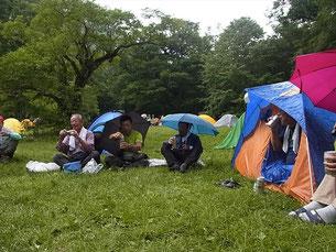 徳沢、テン場、雨中の宴会