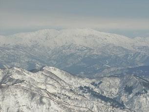 越前甲(1,319.6m)山頂から白山本峰アップ
