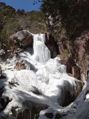 見事な氷瀑。