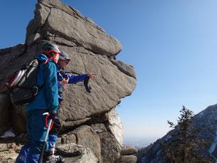 リーダーK氏とAさん。ゆるぎ岩にて。