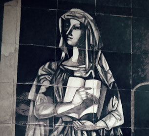 "Representation of culture as a woman that uses a headscarf, by Jorge Barradas in his ceramic panel: ""Praise of knowledge"", 1957, at the entrance hall of the Faculty of Letters, the University of Lisbon"