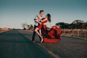 FREIE TRAUUNGEN werden bei mir ganz nach den Wünschen meiner Brautpaare gestaltet. Entweder klassisch-elegant oder locker-entspannt. René Thabet - EHEMALIGER STANDESBEAMTER - weiß worauf es ankommt! Hochzeitsredner - Trauredner - aus Leidenschaft!