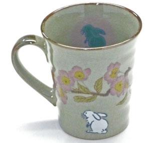 左利き様用 九谷焼『マグカップ』 白兎ソメイヨシノ 中裏絵