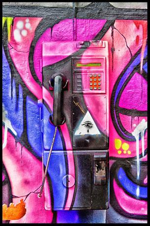 objekte-oeffentliches-graffity-telefon-asien
