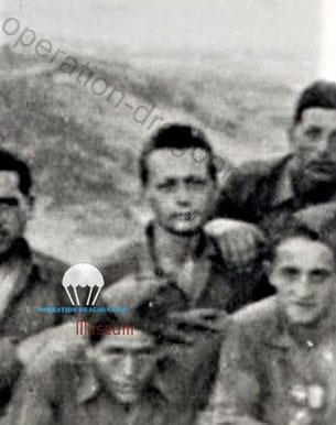 Une des très rares photos de Jacques DEBRAY, prise avec ses camarades de la 4e section, de la 4e compagnie à l'ile d'Elbe, en Juin 1944 (Archives privées Simorre).