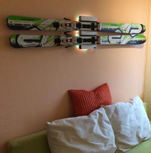 Wandhalterung Wandmontage Ski K2 diagonal horizontal vertikal Halterung wall mount LED Beleuchtung beleuchtet