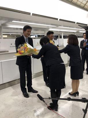 山室球団社長と井口新監督