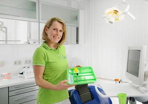 Prophylaxe-Team der Zahnarztpraxis Dr. Treuheit, Roßtal bei Nürnberg (© Stephan Spangenberg)