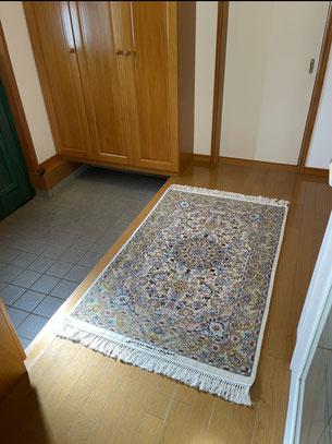 ESFAHAN wool&silk  お玄関の敷き替えにお選びくださいました。グッと雰囲気がかわりましたね。