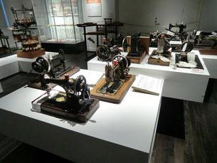 ●昔のミシンの展示