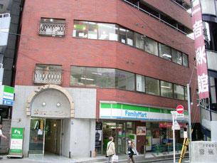 ファミリーマートが入ってる新宿コムロビル403