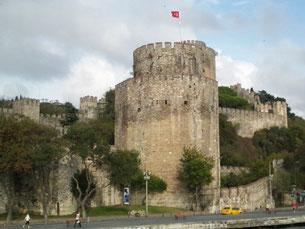 トルコのボスボラス海峡クルーズ 難攻不落の要塞