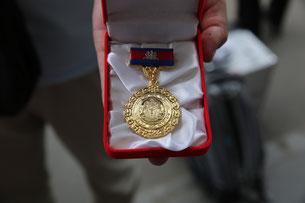 それはなんと記念のメダルだった