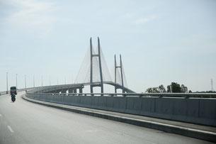 2015年4月に開通したネアックルン橋(日本名:つばさ橋)