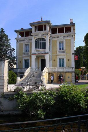 Bild: Bank von Peter Mayle beschrieben in L´Isle-sur-la-Sorgue