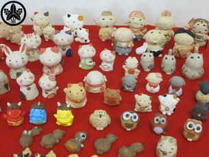 カネヨ陶磁館のお人形作家さんの手作りで、小さくて可愛い作品があります。