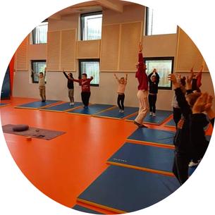 Cours de yoga élèves Ecole Maupas Percy-en-Normandie
