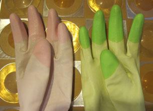 左右色違いの炊事用手袋