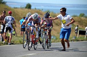 Александр Кибалич поддерживает Антона на дистанции