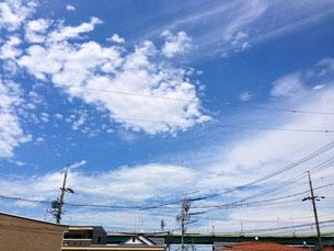出窓からの空