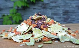 Trockengemüse aus Rüebli, Randen und gequetschten Erbsen