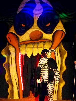 Halloween-Clown-Eingang, Halloweenahus Lüneburg