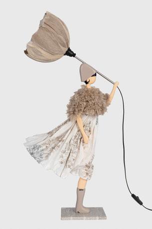 Skitso Lampe Leuchte Tischlampe Design Frau im Kleid mit Lampenschirm lampada da tavolo donna in abito con paralume