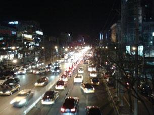 Verkehr in Peking, Sanlitun Viertel. Photo: Men's Individual Fashion.