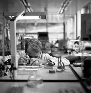 Watchmaker at A. Lange & Söhne. The photography was taken by Pang Xiaowei.