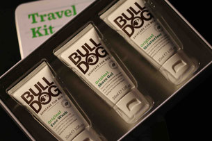 Organische Produkte als Travel Kit/ Organic products as travel kit. Photo: Men's Individual Fashion.